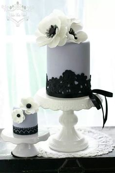 Wedding Cake & Mini Cake