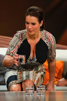 Katarina Witt, Curvy Women Outfits, Clothes For Women, Golden Girls, Track And Field, Famous Women, Female Athletes, Sport Girl, Classy Outfits