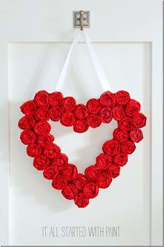 Valentine's Day Wreath made from tissue paper rosettes; easy and affordable DIY project for Valentine's Day decor (Diy Paper Rosettes) Diy Valentines Day Wreath, Valentines Day Decorations, Valentine Day Crafts, Funny Valentine, Valentine Heart, Diy And Crafts Sewing, Diy Crafts For Gifts, Wreath Crafts, Diy Wreath
