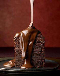 Chocolate cake drizzle via MowieKay (nomsky)