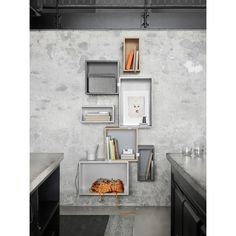 Stacked m ryggplate medium, ask/grå – Muuto – Kjøp møbler online på ROOM21.no