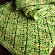 Madelinetosh Lettuce Leaf Scarf (Free) love this color Doily Patterns, Knitting Patterns Free, Free Knitting, Crochet Patterns, Crochet Ideas, Free Pattern, Knitted Gloves, Knitted Shawls, Crochet Scarves
