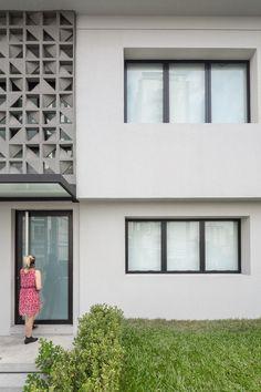 Escritório de Engenharia,© Joana França Home Room Design, Store Fronts, House Rooms, Garage Doors, 1, Architecture, Outdoor Decor, Home Decor, Two Story Houses
