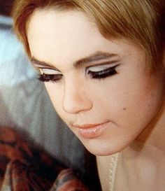 """Edie Sedgwick in Andy Warhol's """"Lupe"""" Edie Sedgwick, Andy Warhol, Style Icons Inspiration, Life Inspiration, Creative Inspiration, Makeup Inspiration, Makeup Ideas, Fashion Inspiration, Poor Little Rich Girl"""