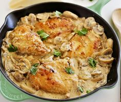 Perfect for O-LIVE extra-virgin olive oil! Creamy Chicken and Mushroom Skillet - Delicious chicken dinner in a mushroom cream sauce, made easily in one skillet. Serve with pasta and salad! One Skillet Meals, Skillet Chicken, Chicken Pasta, Smothered Chicken, Salad Chicken, Chicken Spaghetti, Frango Chicken, Sauce A La Creme, Electric Skillet Recipes
