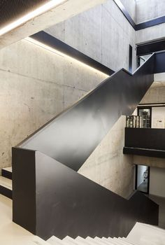View full picture gallery of Laboratori Chimici UNICO Interior Staircase, Modern Staircase, Staircase Design, Stair Handrail, Staircase Railings, Stairways, Contemporary Architecture, Interior Architecture, Interior Design