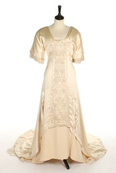 Liberty & Co wedding dress ca. 1911From Kerry Taylor...