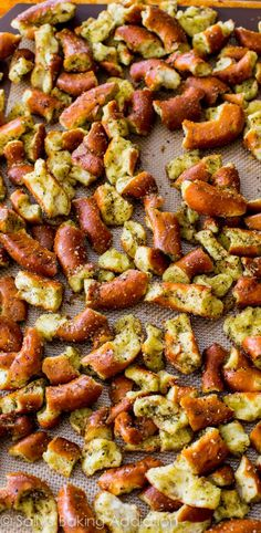 You will NOT be able to stop snacking on these! | sallysbakingaddiction.com | #pretzels