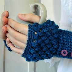 My Favourite Things: Perfect Solutions! ~ Puff Stitch Fingerless Gloves Pattern, thanks for sharing xox