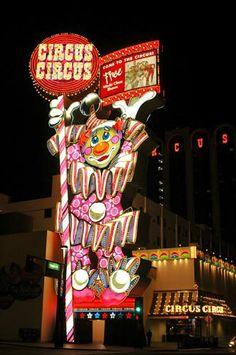 Downtown Reno Hotel Casinos   Pictures Reno Nevada casinos hotels downtown Reno gambling photographs ...