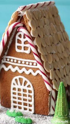 Christmas Goodies, Christmas Desserts, Holiday Treats, Christmas Baking, Cool Gingerbread Houses, Giant Food, Fun Baking Recipes, Cheesy Recipes, Fun Cupcakes
