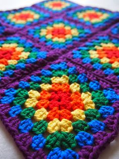 Rainbow Crochet Baby Blanket // Granny Square by TheUnknotting Granny Square Crochet Pattern, Afghan Crochet Patterns, Crochet Squares, Crochet Granny, Baby Blanket Crochet, Granny Squares, Crochet Baby, Afghan Blanket, Square Blanket