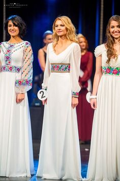 This is the kind of thing embroidery looks great on Modest Fashion, Hijab Fashion, Fashion Dresses, Ethno Style, Afghan Dresses, Mexican Dresses, Folk Fashion, Embroidered Clothes, Russian Fashion