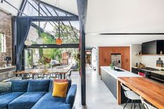 An award-winning converted warehouse hits the market in Sydney's Annandale Warehouse Apartment, Warehouse Home, Warehouse Living, Converted Warehouse, Warehouse Conversion, Loft Conversions, Loft Industrial, Industrial Lighting, Recycled Brick