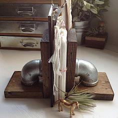Need fantastic ideas about working from home? Head out to this fantastic site! Industrial Bookends, Wood Bookends, Industrial Pipe, Industrial Office, Home Projects, Design Projects, Galvanized Steel Pipe, Dark Wood Stain, Book Storage