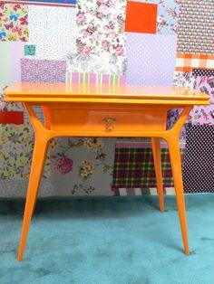 Ateliando - Customização de móveis antigos: Mesas e Mesinhas  Pés palito, super antigo, restaurado e de cara nova !