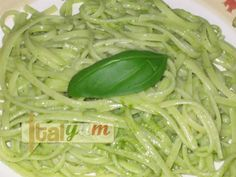 Linguine al Pesto (Linguine with Pesto Sauce)