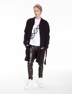 Model is wearing: White DNA chain t-shirt, brown Universum pants made of eco-leather & brown Royals coat