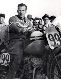 Floyd Emde on his Indian big base scout mc that he had just won the 1948 Daytona 200 race with. Vintage Indian Motorcycles, British Motorcycles, Vintage Bikes, Vintage Motorcycles, Flat Track Motorcycle, Motorcycle Images, Motorcycle Shop, Indian Motors, Indian Scout