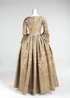 Back view, robe à l'Anglaise (wedding dress), North America, 1776. Silk damask.