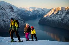 Fjord safari to the Nærøyfjord, snowshoeing to Stegastein and the Flåm Railway. In the winter, you can combine city break with a trip to the fjords in winter suit