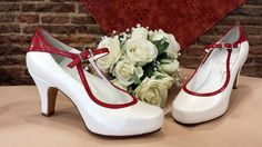 Zapatos de novia en blanco roto y rojo. Este modelo ya lo hemos hecho en muchas combinaciones, y todas muy bonitas