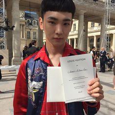 160623 #Key at Louis Vuitton Menswear SS17 in Paris.