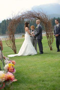 Handmade willow arch.  #DIY Bride