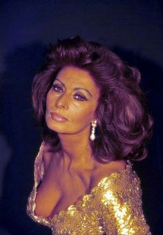 Sophia Loren by Angelo Frontoni Raquel Welch Now, Celebrities Exposed, Blonde Highlights On Dark Hair, Divas, Sophia Loren Images, Actrices Sexy, Italian Actress, Hollywood, Italian Beauty