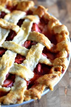 Pie - The best strawberry pie. Clickthrough for the full recipe and more dessert ideas your family will love!The best strawberry pie. Clickthrough for the full recipe and more dessert ideas your family will love! Desserts To Make, Delicious Desserts, Yummy Food, Baking Recipes, Dessert Recipes, Dinner Recipes, Strawberry Desserts, Baked Strawberry Pie Recipe, Stawberry Pie