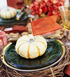 Our Thanksgiving table crafts will set the decor for any occasion. Whether it's a feast for the whole family or a simple Thanksgiving lunch for a few, easy embellishments can turn any meal into a festive holiday affair. Thanksgiving Lunch, Thanksgiving Place Cards, Thanksgiving Crafts, Sunday Suppers, Fall Table, Deco Table, Holiday Festival, Holidays Halloween, Fall Decor