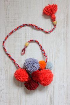 Maje Zmaje DIY: Cozy pom-pom necklace