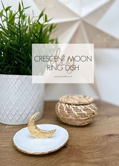 Diy Clay, Clay Crafts, Crafts To Make, Modeling Clay Recipe, Clay Design, Boho Diy, Ring Dish, Air Dry Clay, Place Card Holders