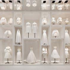 "V&A exhibition explores the ""all-pervasive"" legacy of Christian Dior Dior Fashion, Fashion Art, Fashion Design, Fashion Black, Luxury Fashion, Miss Dior, John Batho, Dior Collection, Harper's Bazaar"