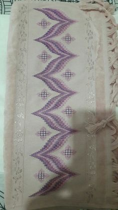 Discover thousands of images about Bergello Broderie Bargello, Bargello Needlepoint, Hardanger Embroidery, Embroidery Stitches, Hand Embroidery, Canvas Template, Bordado Tipo Chicken Scratch, Cross Stitch Material, Swedish Weaving