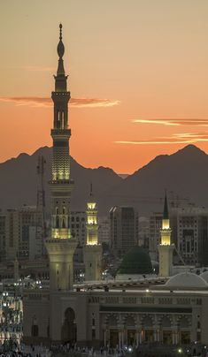 Book Umrah Packages with Simply Hajj and Umrah. Our umrah experts are committed to help you for cheapest Umrah packages and they make sure your journey to umrah will be memorable for life time. Mecca Madinah, Mecca Masjid, Islamic Wallpaper Hd, Mecca Wallpaper, Places To Travel, Places To Go, Medina Mosque, Mosque Architecture, Mekkah