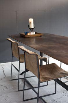 Tafel Raaf – VanGijs | Voor het ontwerp van deze spannende, luxueuze tafel heeft VanGijs nauw samengewerkt met Jacco Maris | OBLY.com inspiratieplatform & blogazine luxe wonen