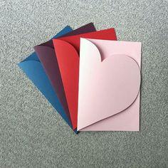 Envelope coração para convite - 20x14cm no Elo7 | Luna Arts Personalizados (E4B511) Easy Diy Gifts, Diy Crafts For Gifts, Handmade Birthday Cards, Diy Birthday, Birthday Card Drawing, Paper Crafts Origami, Diy Gifts For Boyfriend, Valentine Crafts, Diy Cards