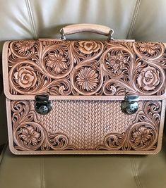 #leathercraft #leathergoods #leathercarving #leatherwork #handmade #handstitch#leathertooling #レザーカービング#レザークラフト#maileathercraft