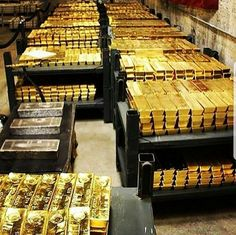 Money flows effortlessly with abundance to me I attract gold and all the best in my life Rich Lifestyle, Luxury Lifestyle, Wealthy Lifestyle, Gold Bullion Bars, Money Stacks, Gold Money, Billionaire Lifestyle, Luxury Living, Abundance