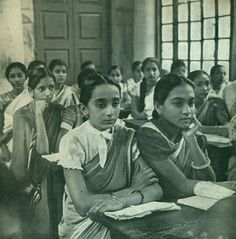 Hidu girls taking their class in Brahmo Balika Shikshalaya, Calcutta. Photo of It is the old school for girls set up in Calcutta by Sadharan Brahmo Samaj on May of 1890 AD. Vintage India, Rare Photos, Vintage Photographs, India School, School School, History For Kids, History Pics, Old Portraits, Indian People