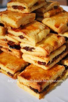 The gems of chicca: Garibaldi with raisins,lemon peel and jam Italian Cookie Recipes, Italian Cookies, Italian Desserts, Bakery Recipes, Dessert Recipes, Garibaldi Biscuits, Scones, Italian Biscuits, Cooking Cookies