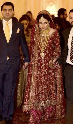 Barat bride making an entrance with her brothers Bridal Mehndi Dresses, Bridal Dress Design, Bridal Outfits, Bridal Lehenga, Asian Wedding Dress Pakistani, Pakistani Formal Dresses, Shadi Dresses, Indian Bridal Fashion, Dress Shirts For Women