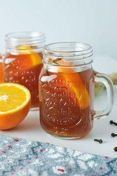 Tak, to jest ten czas, aby ją zrobić! Herbata zimowa z imbirem rozgrzeje Was w te zimne wieczory. Nie dość, że smaczna to dzięki swoim dodatkom - zdrowa. Smoothies, Mason Jars, Clean Eating, Cocktails, Healthy Recipes, Mugs, Cooking, Tableware, Kitchen