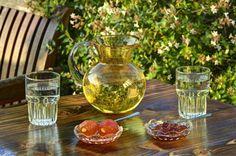 Aeriko cafe Cafe Bar, Glass Vase, Table Decorations, Garden, Party, Food, Home Decor, Garten, Decoration Home