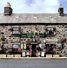 North Wales: The Golden Fleece Inn, Tremadog