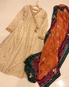 Girls Frock Design, Fancy Dress Design, Stylish Dress Designs, Designs For Dresses, Designer Party Wear Dresses, Kurti Designs Party Wear, Indian Designer Outfits, Lehenga Designs, Kurta Designs