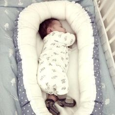 Babynest for the newborn; perfect for the cradle, when visiting or keep safe in the bed between the parents.