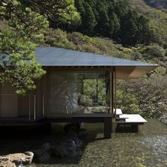 water and stone house, east japan 隈研吾建築都市設計事務所 Japanese Home Design, Japanese Style House, Japan Architecture, Wood Architecture, Scandinavian Architecture, Bungalow Renovation, Beautiful Home Designs, Inspiration Design, Saint Jean