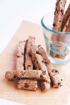 Coffee Bread, Korean Food, Food Plating, Cinnamon Sticks, Coffee Shop, Cereal, Spices, Cookies, Baking